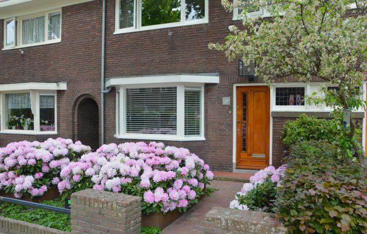 Voortuin bij jaren 30 woning in Hoorn