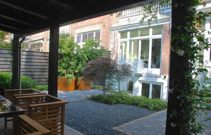Moderne stadstuin met Japanse sfeer in Amsterdam
