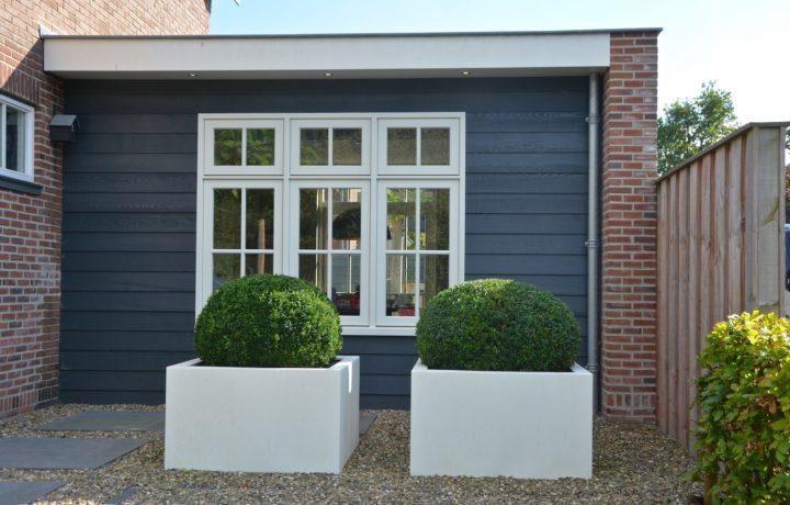 Voor- en achtertuin bij jaren 30 woning in Hoorn
