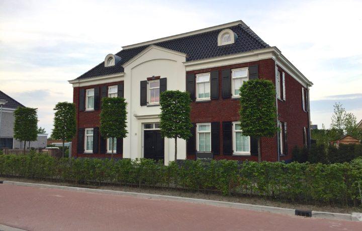 Voortuin bij villa in Hoogkarspel