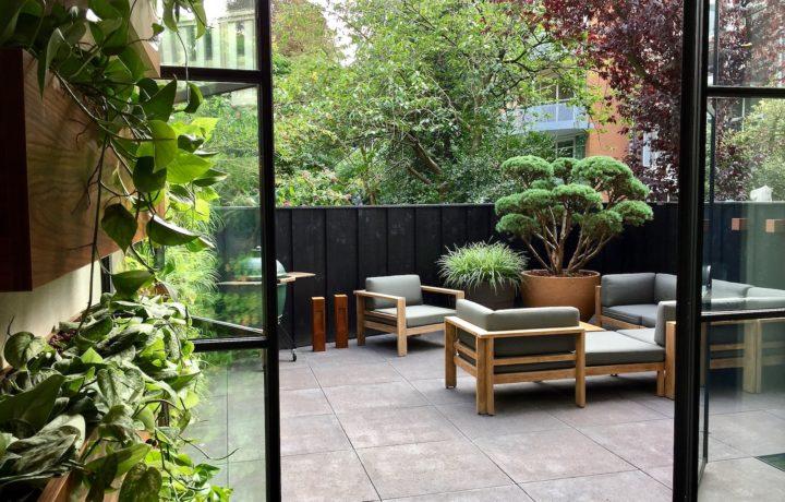Kleine stadstuin incl. interieur beplanting in Amsterdam ism Osiris Hertman